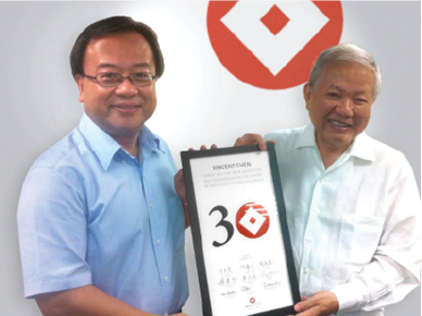 Chairman S.C.Ho presents Vincent Chen 30 year service award